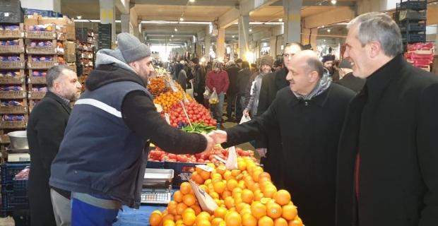 Fikri Işık, İzmit'te pazar yaptı