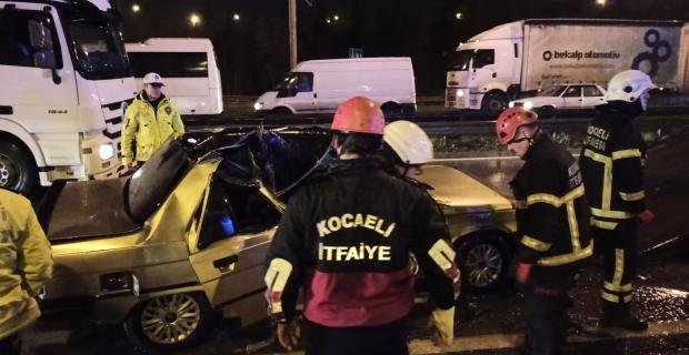 Otomobil kamyonete çarptı: 1 ölü 3 yaralı