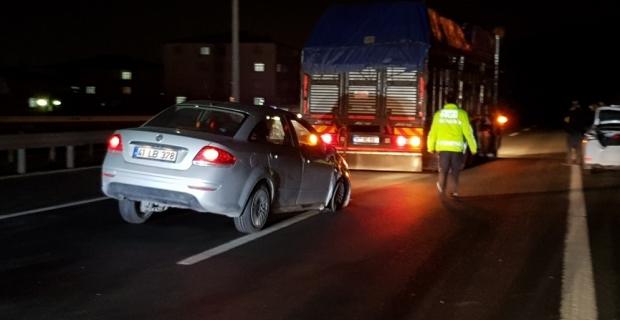 TEM'de zincirleme kaza: 5 araç birbirine girdi