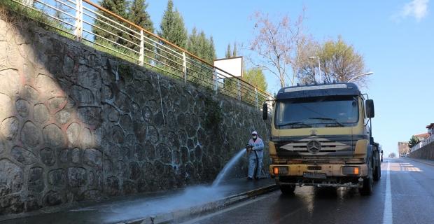Körfez'de caddeler yıkanıyor