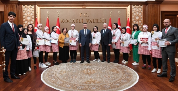 Mutfak Günleri yarışmasında dereceye girenler, Vali Aksoy'un konuğu oldu