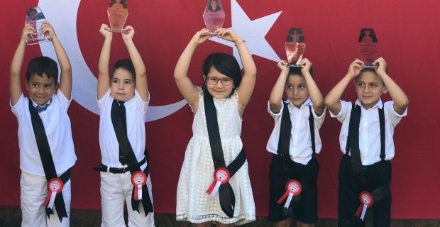 Bilgi Köprüsü Montessori'de duygusal mezuniyet töreni