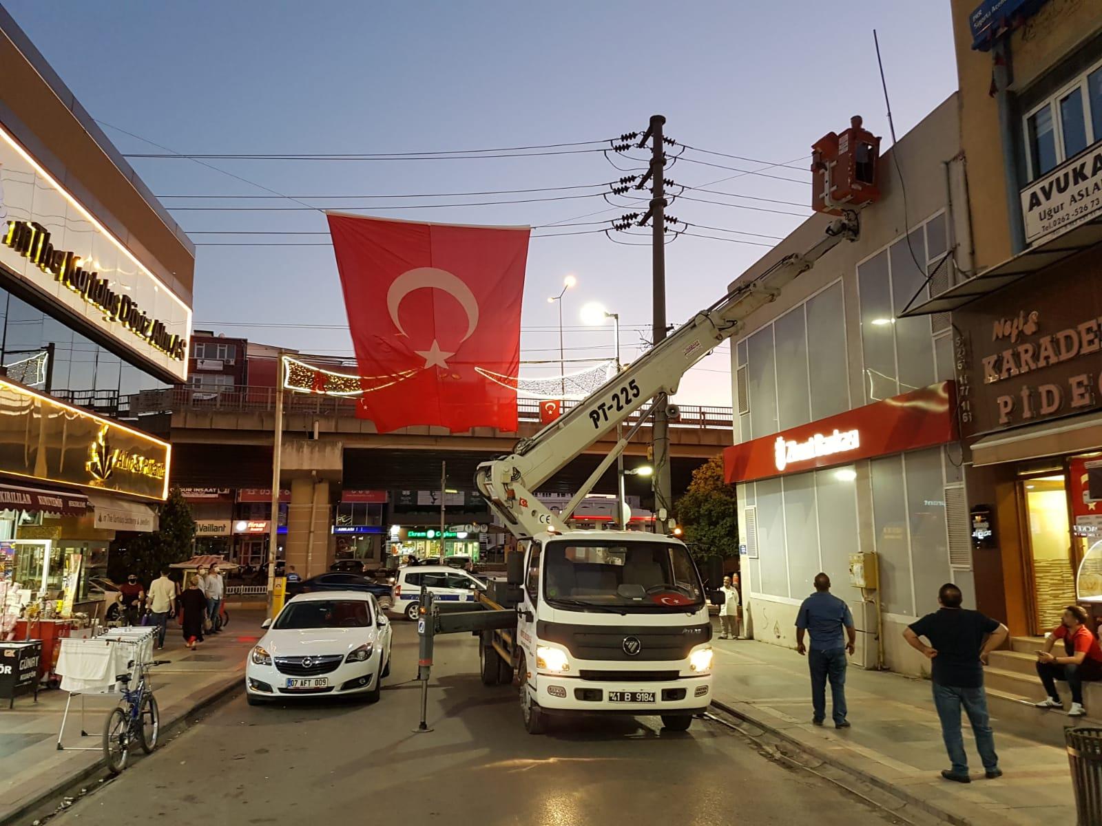 Körfez'de esnafa Türk Bayrağı dağıtıldı