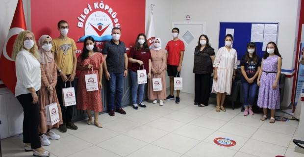 """Özel Bilgi Köprüsü, YKS'de """"Altın öğrencilerini"""" ödüllendirdi"""