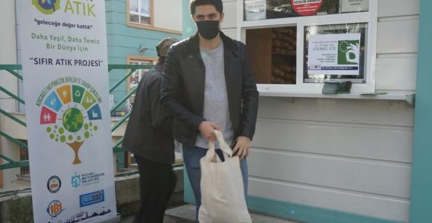 """Atık Azaltım Haftası'nda Büyükşehir'in sloganı; """"Ekmekler bez torbaya, Çevreyi Yorma"""""""