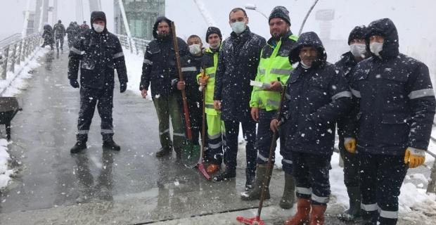 Başkan Güney'den kar timlerine tatlı ikramı
