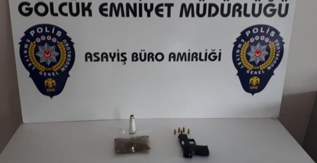 Uyuşturucu ve silahla polise yakalandılar