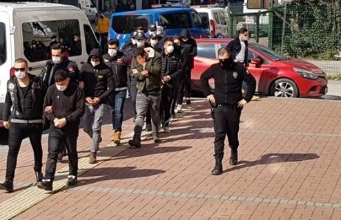 Sokak satıcılarına operasyon: 8 gözaltı