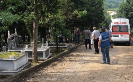Bebeğinin mezarı başında intihar etti