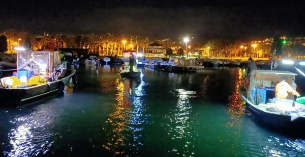 Karaya oturan 3 tekneden 7 kişi kurtarıldı