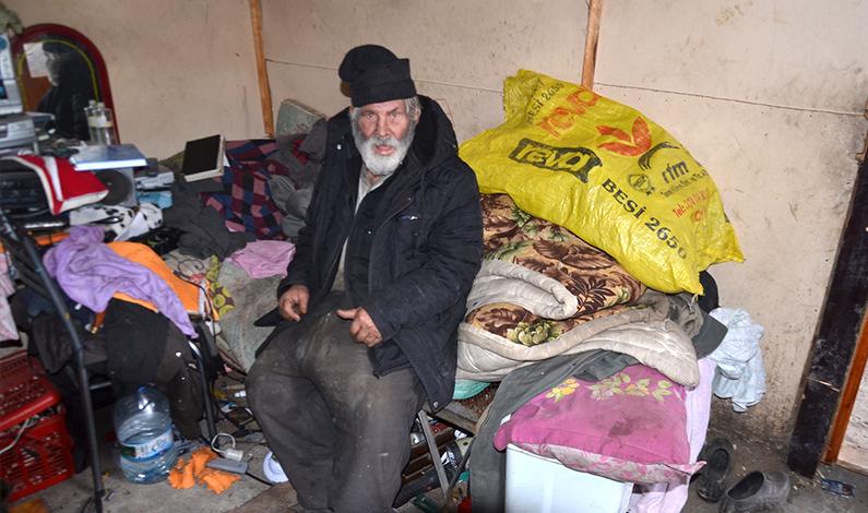Barakada yaşayan 'Kadir Amca' yardım bekliyor