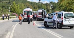 Halk otobüsü ile otomobil çarpıştı: 1 ölü 3 yaralı