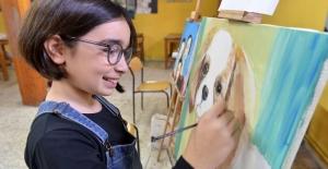 Çocuk ressamlar tuval başında