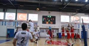 Kağıtspor Erkek Voleybol Takımı, liderliğini koruyor