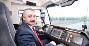 Yeni tramvay hattının deneme sürüşünü Büyükakın yaptı