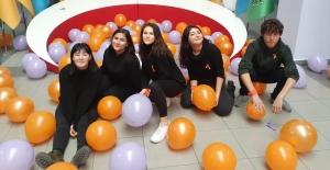 25 Kasım'da okulu turuncuya boyadılar; Cahit Elginkan'ın duyarlı öğrencileri