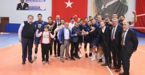 Büyükşehir Kağıtspor  voleybolda liderliğini sürdürdü