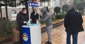 Körfez'de vatandaşlara maske dağıtıldı