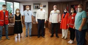 Başkan Sezer, Kızılay'a kurban bağışında bulundu
