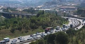 Bayram tatilinde Kandıra yolundan 131 bin 821 araç geçti