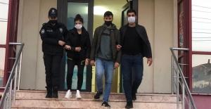 Genç çift sahte parayla polise yakalandı