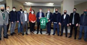 Başkan Büyükakın Kocaelispor'a Manisa maçında başarılar diledi
