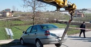 Kaza yapan otomobil görenleri şaşırttı