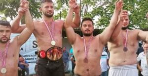 Güreşcilerimiz Fevziye'den madalyayla döndü