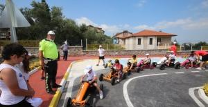 KARSAD Yüzme Takımı Trafik Eğitiminde