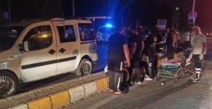 Otomobil hafif ticari ile çarpıştı: 1'i ağır 4'ü çocuk 10 yaralı