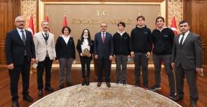 TEKNOFEST Teknoloji Yarışmalarında Dereceye Giren Öğrenciler, Kocaeli Valisi Seddar Yavuz'u ziyarete gitti